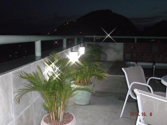 Benidorm Palace Hotel: Terrasse vue de nuit