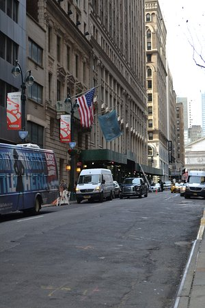 Dylan Hotel NYC: calle del hotel