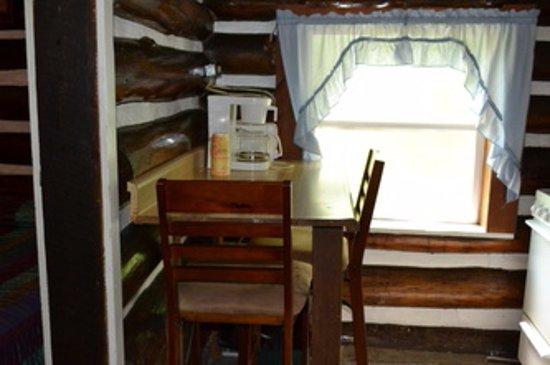 Markleysburg, PA: Cabin 2 Kitchen