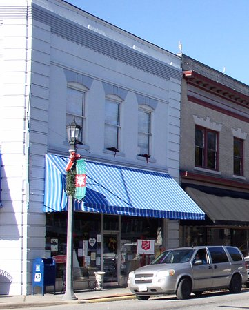 Hertford, NC: Woodard's Pharmacy on Church Street