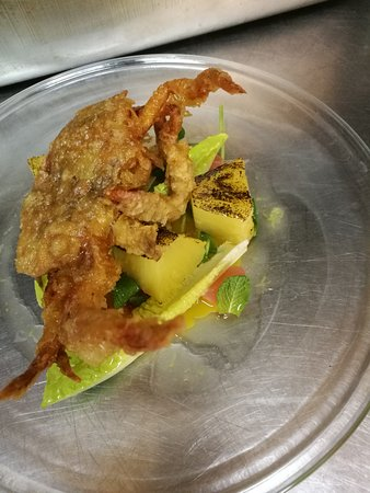 Warwickshire, UK: Soft shell crab BBQ pineapple