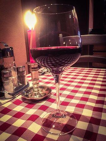 Nitra, Slovakia: Steak médium super večera. Možno väčší vyber vín by som prijal, ale kuchyňa to vykompenzovala 😉