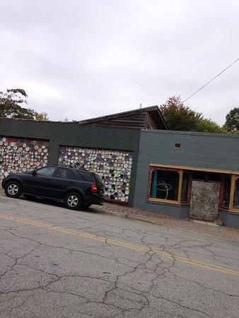 Bob Doster's Backstreet Studio: Exterior undergoing updates but still interesting and artistic