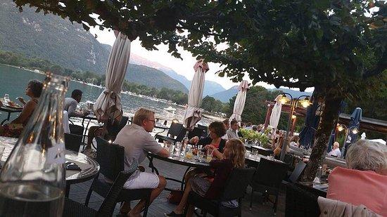 Doussard, France: Repas exquis dans un cadre idyllique