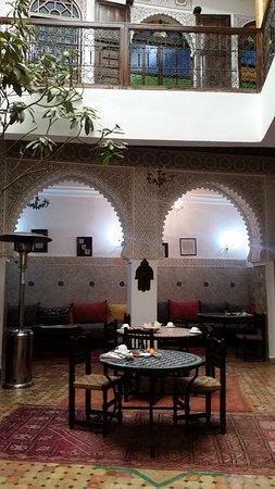 Ryad Zahraa: Breakfast/dinner/courtyard area & 1st floor