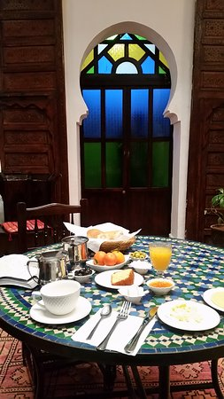 Ryad Zahraa: Lovely fresh included breakfast spread