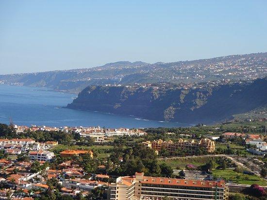 Hotel Las Aguilas : Blick vom Hotel zum Ort und Meer
