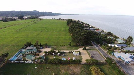 Collingwood, Nueva Zelanda: Across from the Pakawau beach