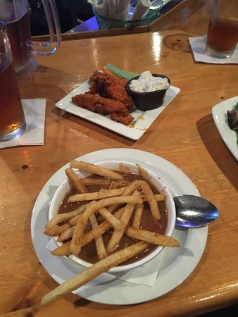 Niceville, Floryda: Appiteaser gumbo and buffalo strips with blue cheese.