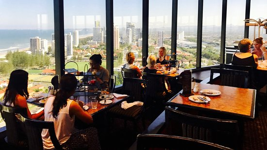 Four Winds Revolving Restaurant: Spectacular View - Phantom Service
