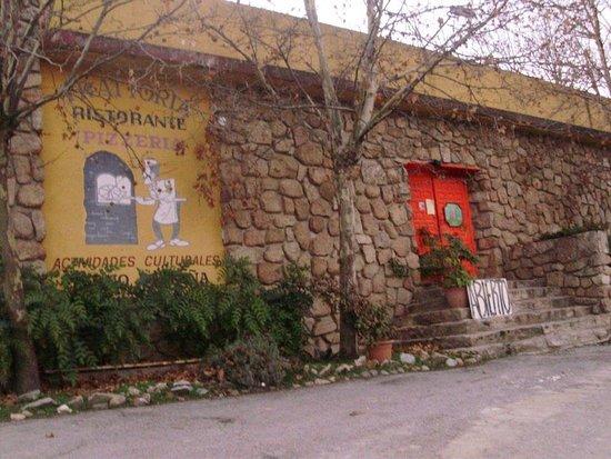 Robledo de Chavela, España: Entrada de la Trattoria.