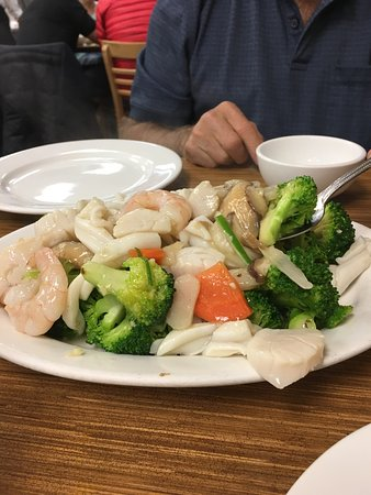Photo of Chinese Restaurant Swatow Restaurant at 309 Spadina Ave, Toronto M5T 2E6, Canada