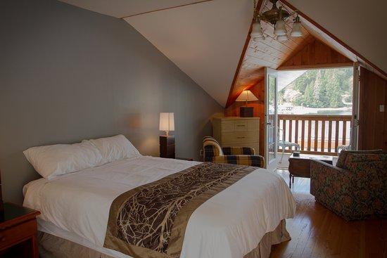 Kingfisher Lodge and Marina