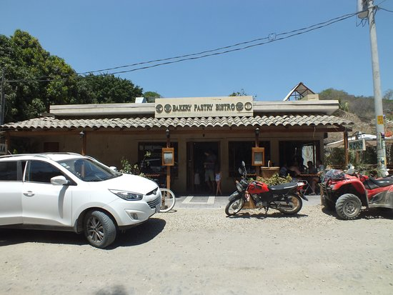 Маль-Паис, Коста-Рика: Nondescript shack off the main dirt road