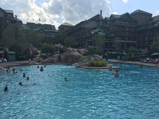 Villas at Disney's Wilderness Lodge: Pool with bar nearby