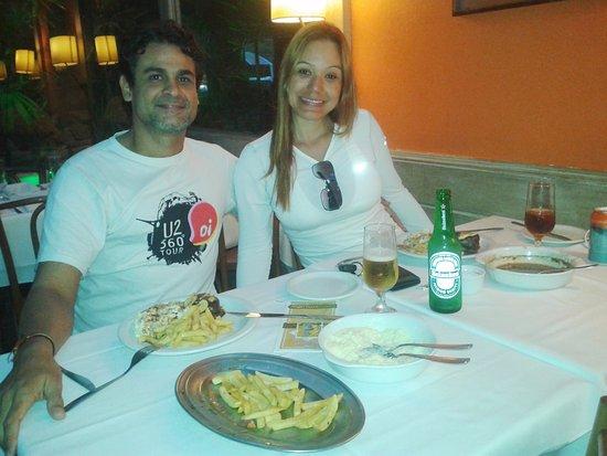 Eu e meu amor saboreando o medalhão a piamontesa que adoramos no La mole Botafogo