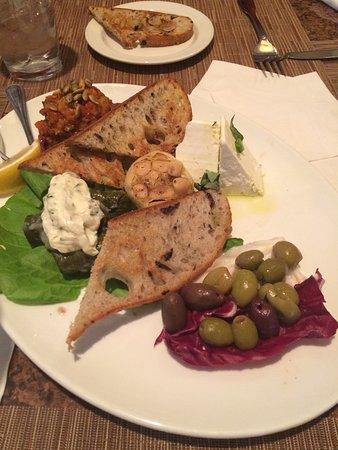 ฟรอนเตแนค, มิสซูรี่: Mediterranean sampler is great for sharing