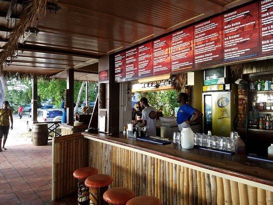 Worthing, Barbados: Great Staff