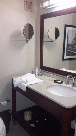 Parsippany, Nueva Jersey: Sink area inside bathroom.
