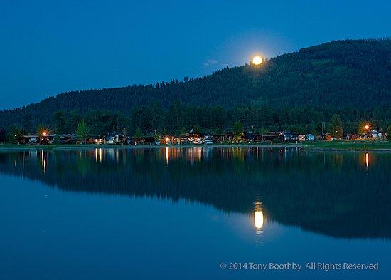 Blanchard, ID: Night Shot of RV Resort