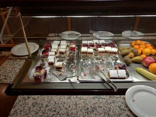 Cerkno, Slowenien: Dinner, the first photo is breakfast, very good