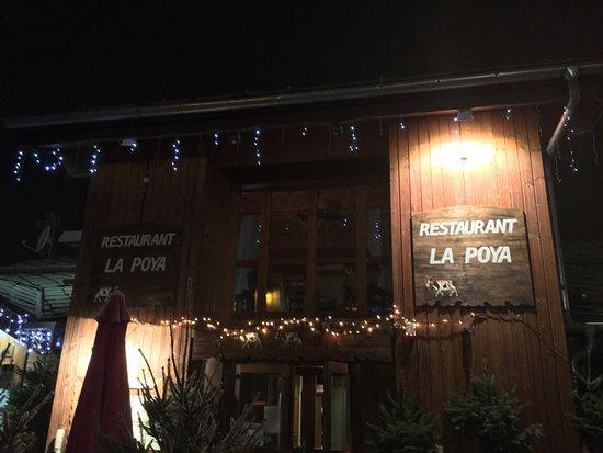 Les Coches, Francia: Une agréable soirée passé à La Poya ...