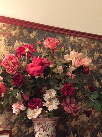 Devonport, New Zealand: Fake paper flowers