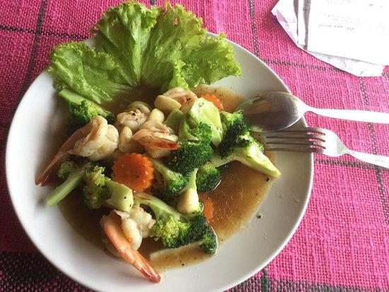 The sisters restaurant & bar: Shrimp with broccoli