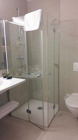 Hotel Meksiko: the bathroom