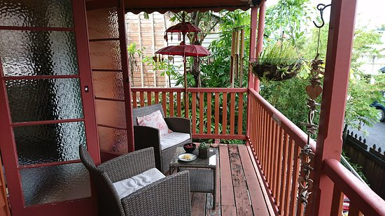Travellers Oasis Backpackers: Balcony of the Deluxe room