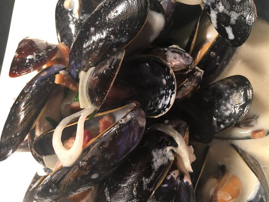 Bearsted, UK: Fresh mussels cooked with smoked bacon and cider