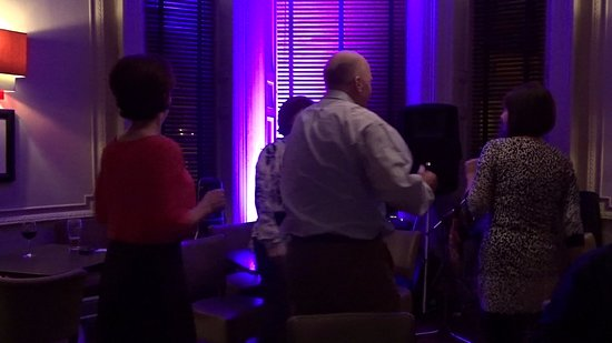 Portmarnock, Irland: Guests shaking a leg