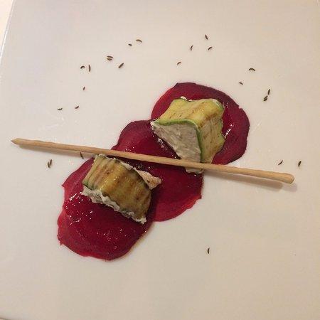 Sluderno, Italien: amuse bouche à base de betterave rouge et de mousse au fromage : divin
