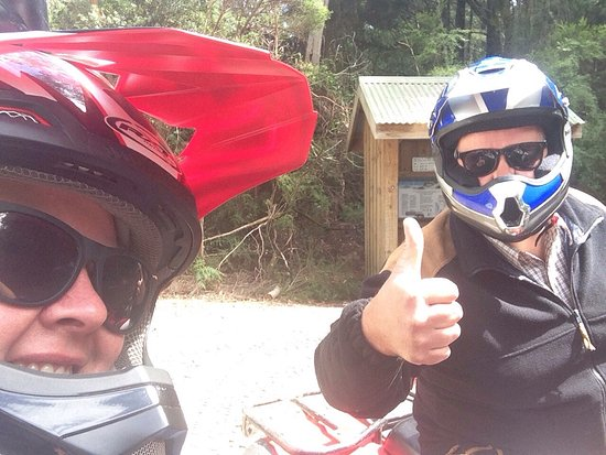 Strahan, Australia: We did ourselves a huge favour, rode the dunes and had the time of our lives!!