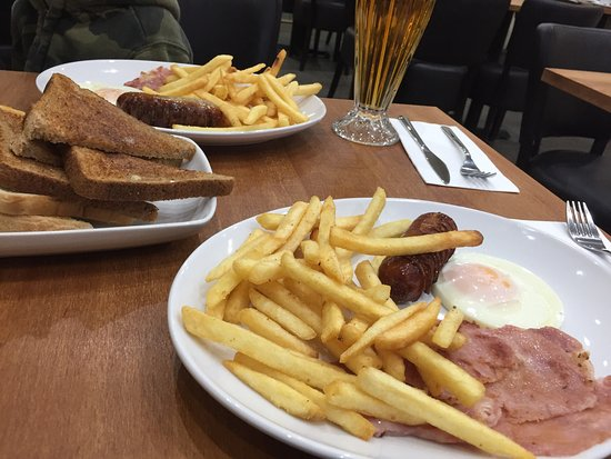 Addlestone, UK: Fancy a hearty breakfast? Why not try this very friendly restaurant.