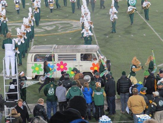 Fort Collins, CO: Mascot & Kombi Entertain !