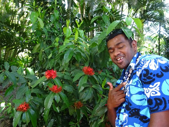 Suva, Fiji: Thomas, owner of Maui Bay Horse Riding Adventure and our tour driver