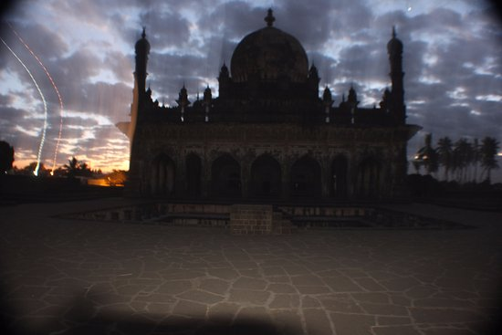 Ibrahim Rauza Tomb: an early morning discovery
