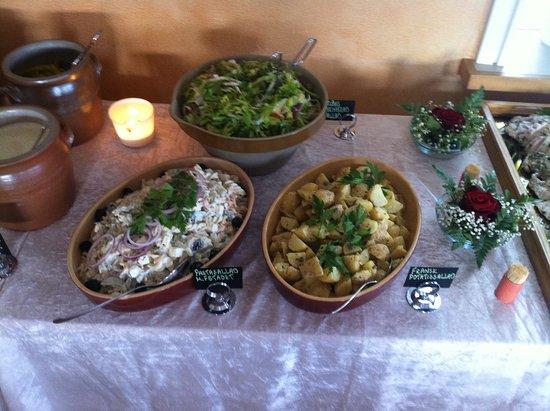 Taby, Sweden: Potatissallad, pastasallad & grönsallad