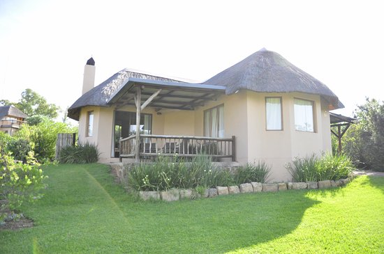 uKhahlamba-Drakensberg Park, South Africa: Unit 16 showing neat garden, stoep and carport