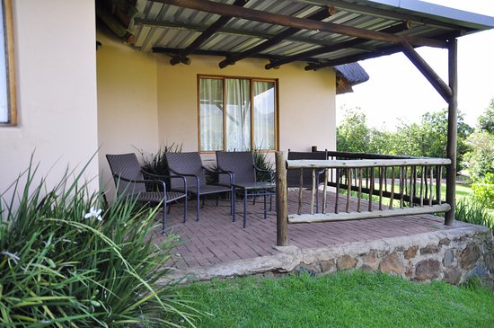 uKhahlamba-Drakensberg Park, South Africa: Stoep where you can enjoy an early morning coffee