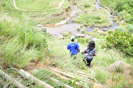 uKhahlamba-Drakensberg Park, South Africa: Hike to waterfall