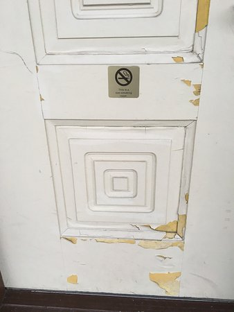 Poughkeepsie, NY: entrance to your room...door chipped paint