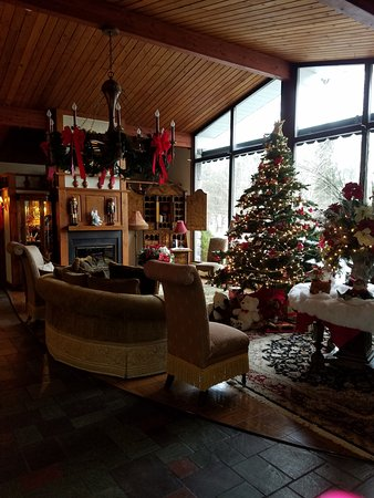 Cresco, PA: Lobby decorated at Christmas time