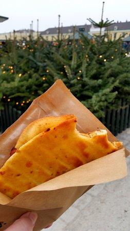 Kultur- und Weihnachtsmarkt Schloß Schönbrunn: Grilled Gouda and Bacon Goodness