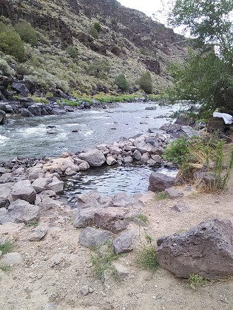 Arroyo Hondo, NM: Was accelerating to go from hot springs to the cold Rio grade river.