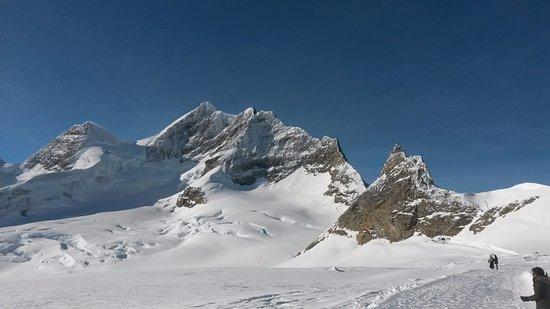 Berner Oberland, Schweiz: Jungfrau (L), Jungfraujoch (R)