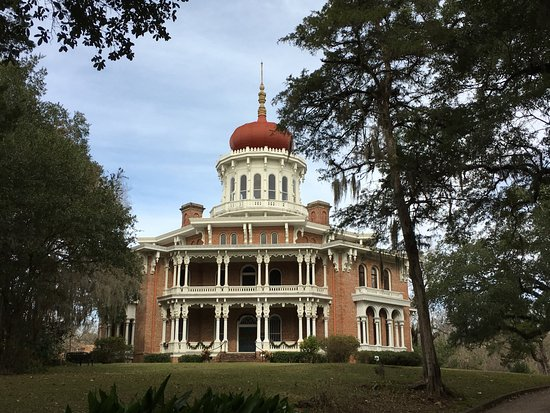 Natchez, MS : view from the driveway