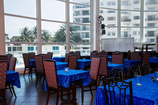 Design Suites Miami Beach: Restaurant with pool and Ocean view