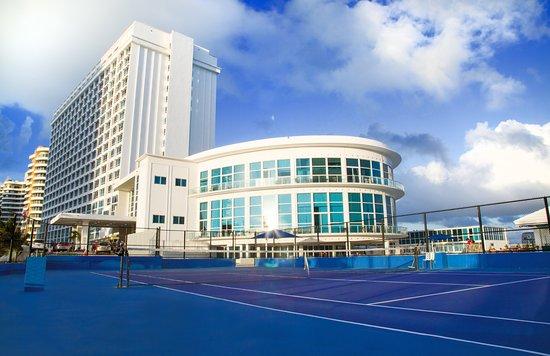 Design Suites Miami Beach: Tennis court